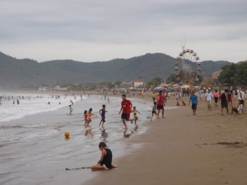 Puerto Lopez - at 8am it was already this busy!